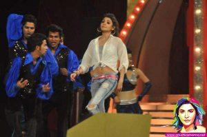 Anushka Sharma performing at Police Umang Show 2013